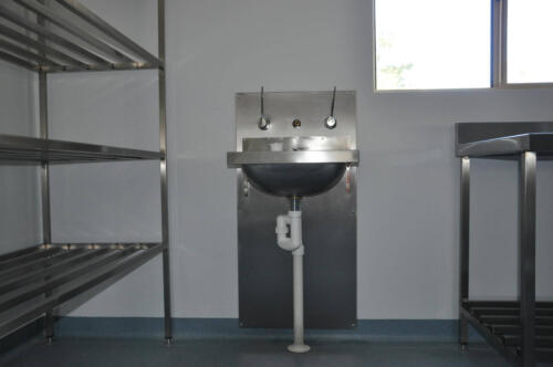 Happy Tappy Commercial Kitchens Gallery - 036 Walk in Stainless Sink Wash Area