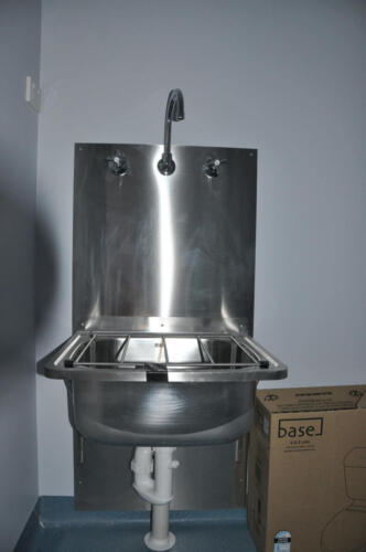 Happy Tappy Commercial Kitchens Gallery - 043 Deep Sink with High Faucet and Control